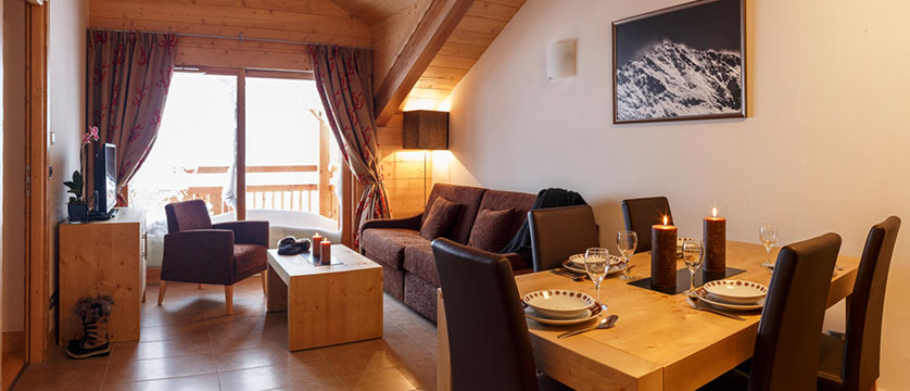 Le Napoleon Apartments & Spa - living area 2